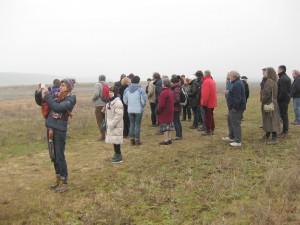 deelnemers op pad langs de de oevers van het Grens Maasland project 23 januari 2015 Itteren